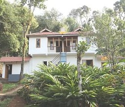 Hotel TG Stays Pathumury