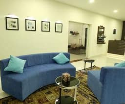 Hotel The Lawn Serviced Apartment