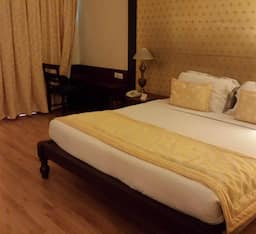 Hotel Super Saver 4 Star Tajganj