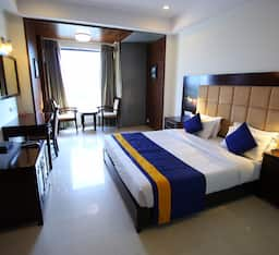 Hotel Super Saver 3 Star at Sola Road