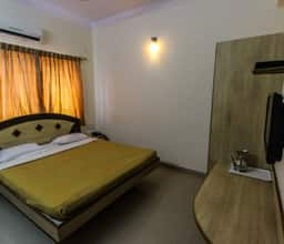 Deluxe Double AC Room