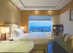 King Room/City View/iPod Dock/Rain Shower/King Bed