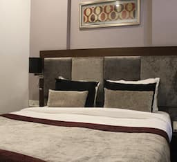 1 Bed Room Hall AC