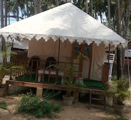 Hotel Club X Beach Cabanas