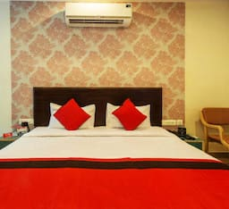 Hotel Two Star Super Saver in Bani Park Extention