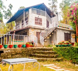 Hotel Frozen Woods - Pura Stays
