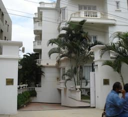 Hotel Beautiful, grand 3 BHK, great location