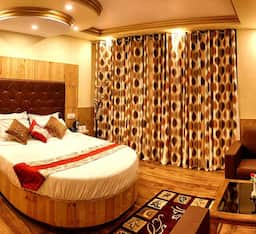 Hotel Whistling Pines Resort And Spa