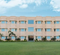 Hotel Golden Huts Resort And Leisure Centre