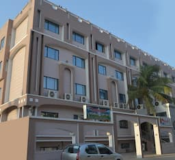 Hotel Nayak Beach Resort