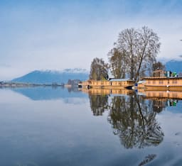 Hotel Golden Flower Heritage Houseboat