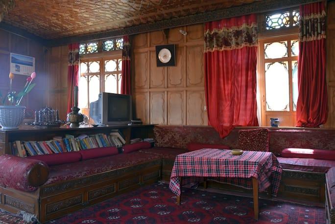 Alif Laila Houseboat in Srinagar - Book Room /night