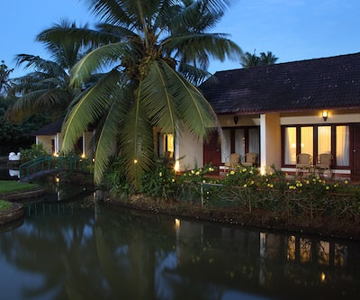 Abad Whispering Palms Lake Resort,Kumarakom
