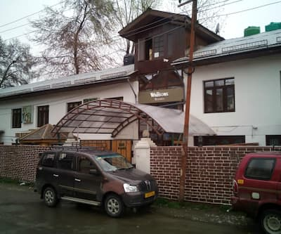 Walisons Resort,Srinagar