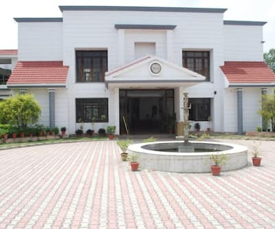 Charans Club & Resort,Lucknow
