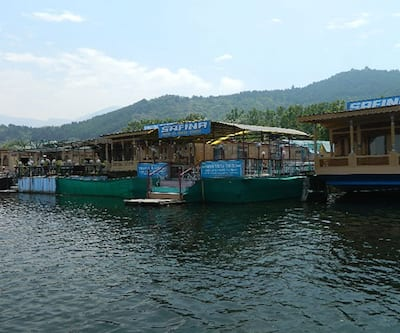 Royal Safina Houseboat,Srinagar