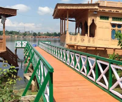 Majestic Houseboat,Srinagar