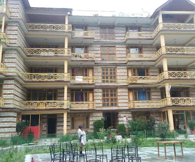 Hotel River West Cottage,Manali
