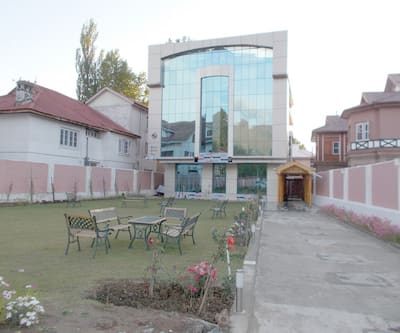 Hyde Park Inn,Srinagar