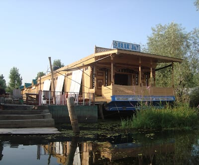 New Blue Jay Houseboat,Srinagar