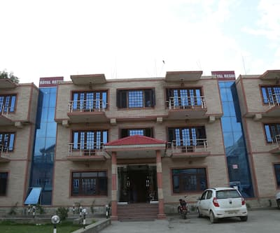 Hotel Royal Reshi,Srinagar