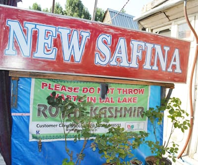 New Safina Houseboat,Srinagar