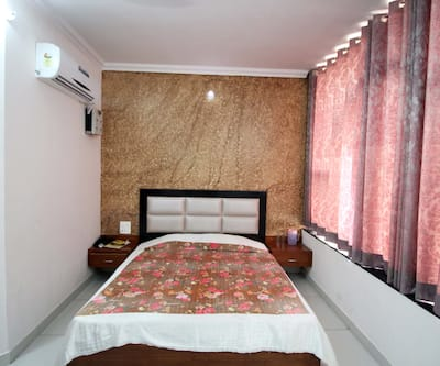 Hotel Kirandeep, Mall Road,