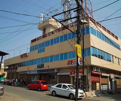 Hotel Queens, Agra Road,