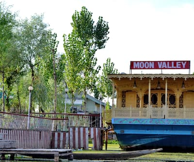 Moon Valley Houseboat,Srinagar