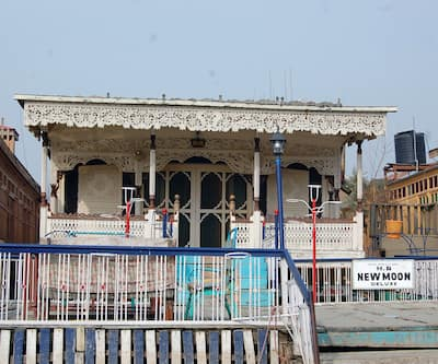 New Moon Houseboat,Srinagar