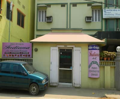Hotel Holiday House,Puri