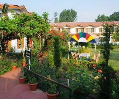 ADB Rooms Hotel Lake Resort Boutique,Srinagar