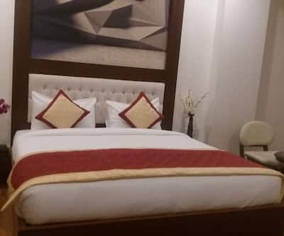 Ishanika Hotel,Lucknow