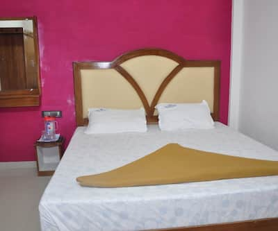 Noahhs Ark Inn,Munnar