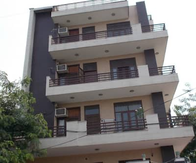 Paavni Royal Inn,Noida