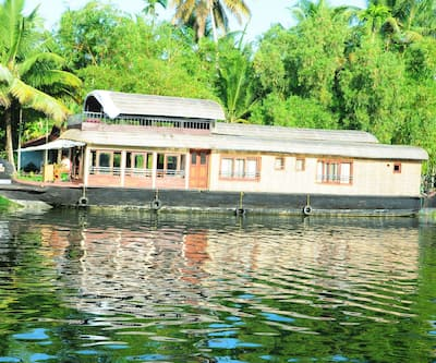 Incognito House Boats - Passing WInd,Alleppey
