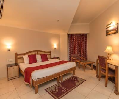 Hotel Pacific, Subhash Road,