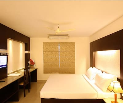 Hotel Crescent Inn (Vanagaram, Apollo Hospital,Ramachandra and Aravind Eye),Chennai