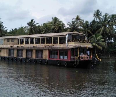 Smart Cruises,Alleppey