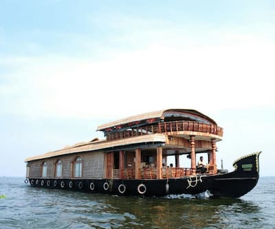 White House Houseboat,Alleppey