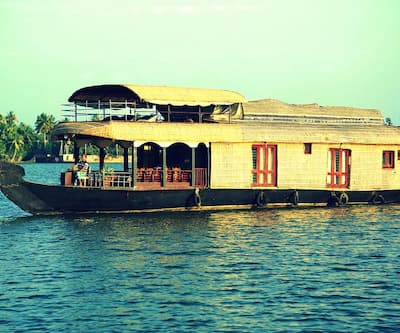 Royal Palace Standard Houseboat,Alleppey