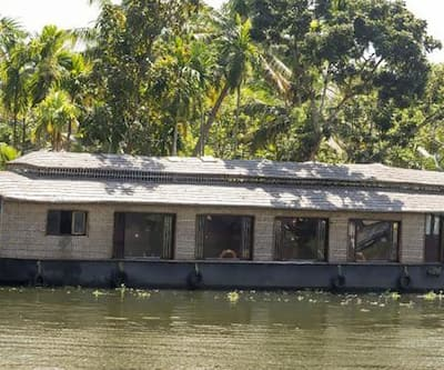 Tipster Sharing Houseboat,Alleppey
