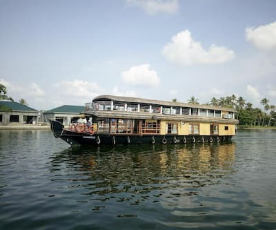 Trident Honeymoon Houseboat,Alleppey