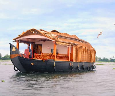 Milton Service Houseboat,Alleppey
