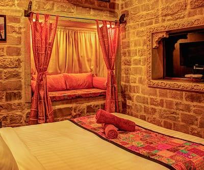 Hotel Fifu, Hanuman Circle,