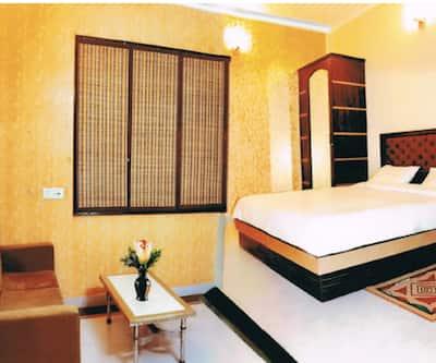 Hotel Traditional Inn, Pitampura,