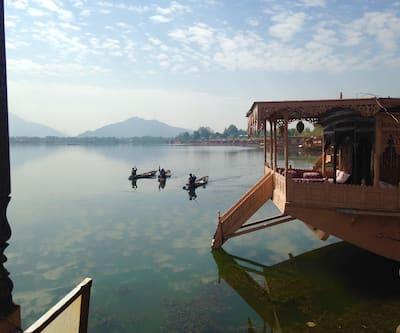 Wangnoo Heritage House Boat,Srinagar