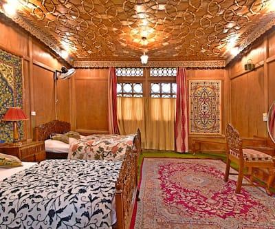 Inshallah Houseboat,Srinagar