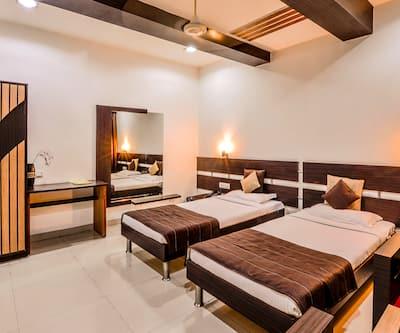 Raghu Mahal Hotel, Airport Road,