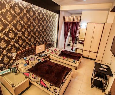 Hotel Gaurav, Hamidia Road,